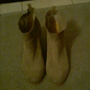 Crown Vintage ankle boots in soft caribou/suede